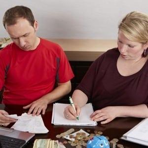 Можно ли получать алименты находясь в браке без развода