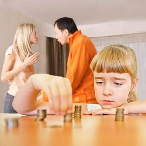 Можно ли одновременно подать заявление на развод и алименты