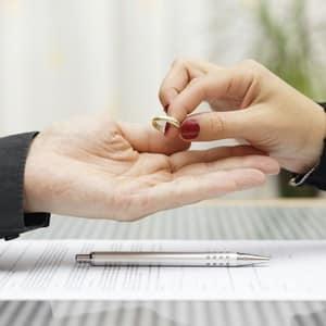 Как узнать подала ли жена на развод, и что делать мужу, чтобы сохранить семью