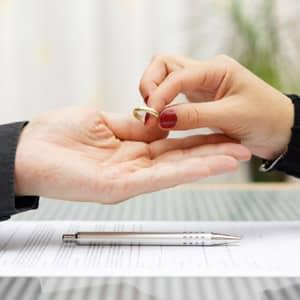 Возможно ли как-то узнать подал супруг на развод или нет